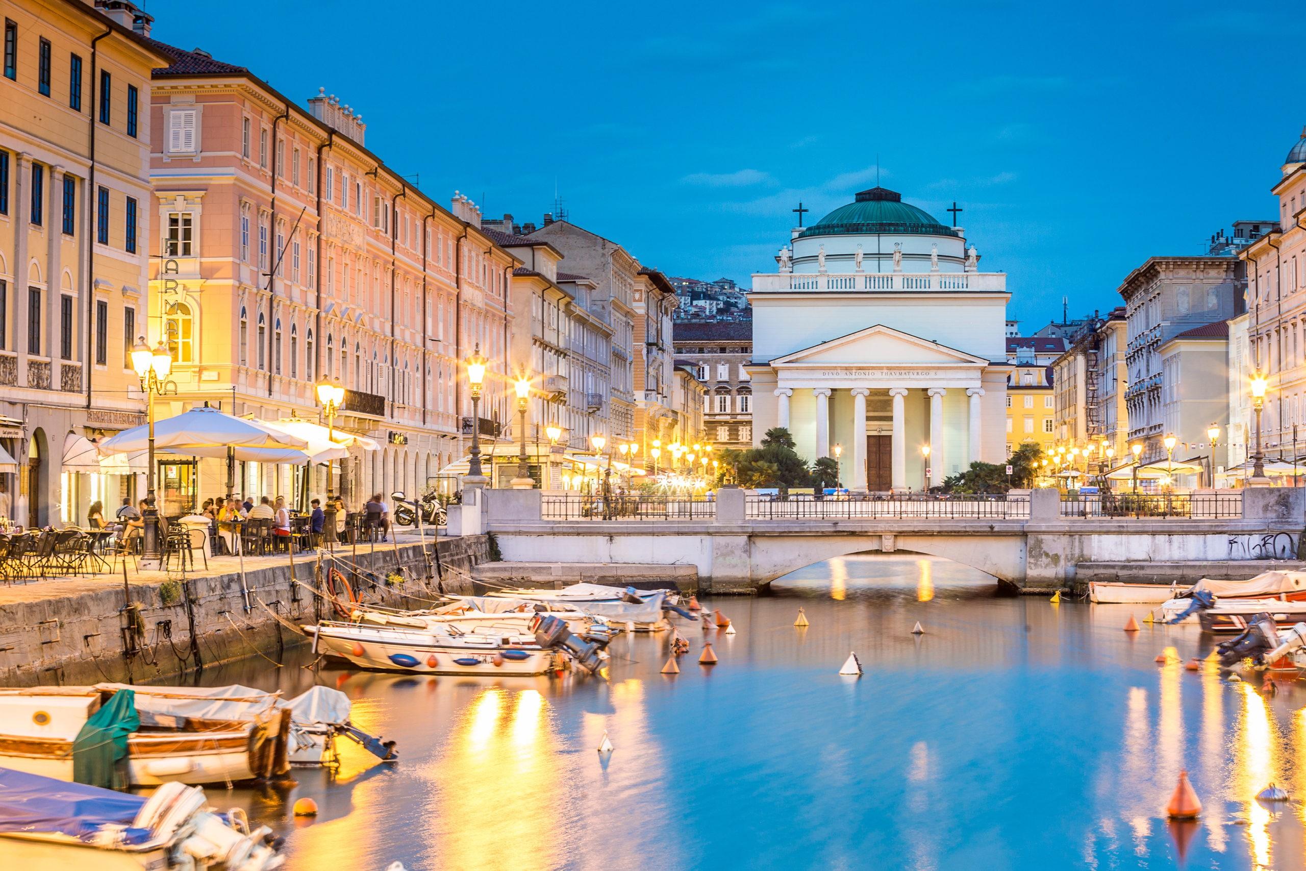 Kościół św. Antoniego na końcu Kanału Grande, Trieste, Włochy, Europa
