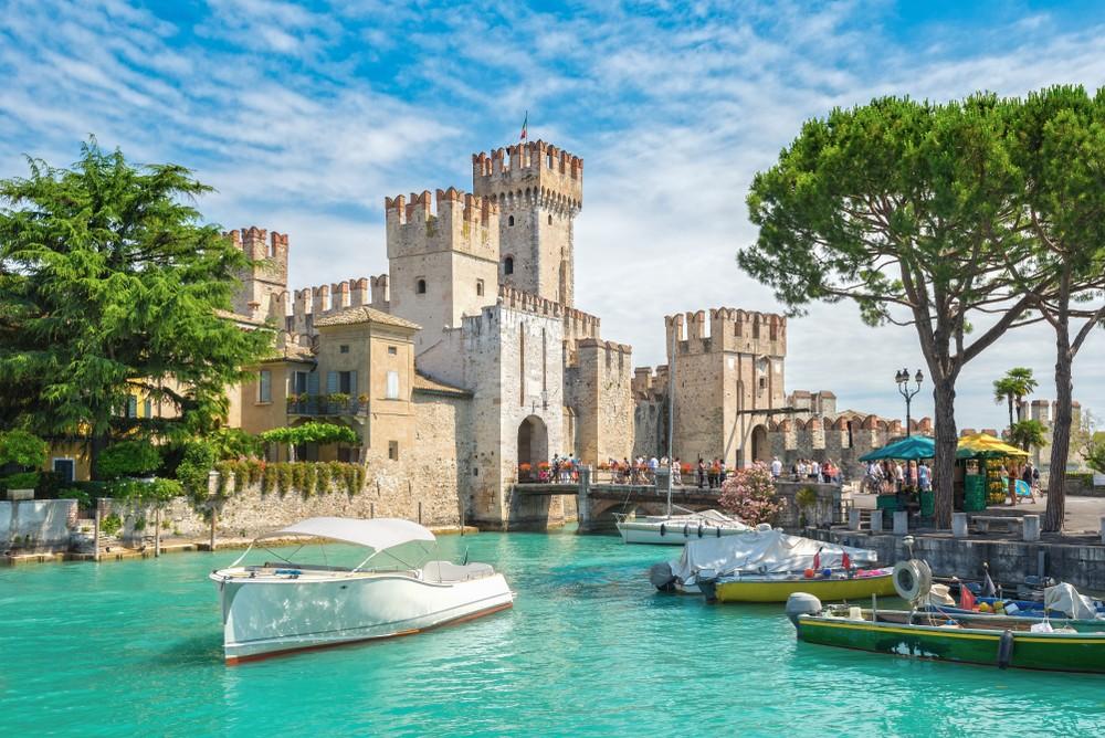Zamek Sirmione-jezioro Garda Włochy