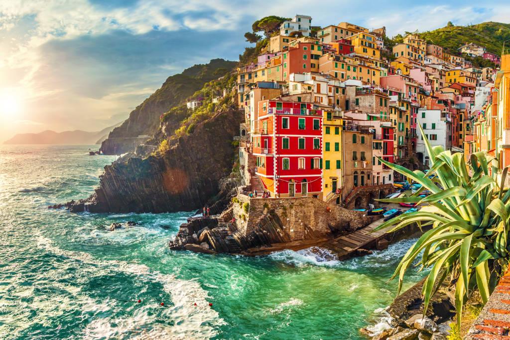 Riomaggiore o zachodzie słońca, Park Narodowy Cinque Terre, Liguria, La Spezia, Włochy