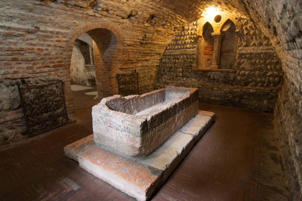 Juliet's Tomb, ancient famous and tourist place in Verona. Italy, Europe 29/03/2020