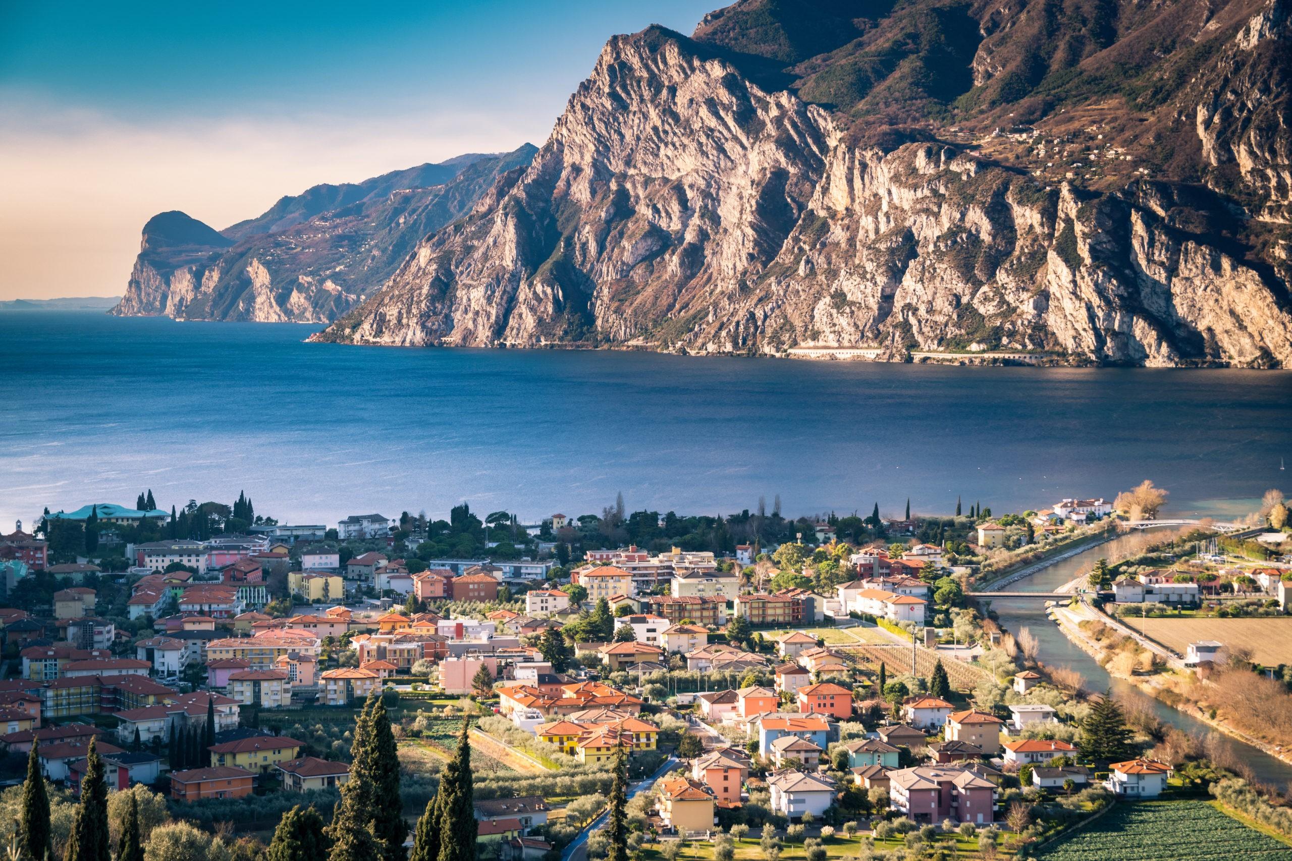 Zwiedzanie Riva Del Garda – ulubione miejsce windsurferów, co zobaczyć, zwiedzanie, noclegi