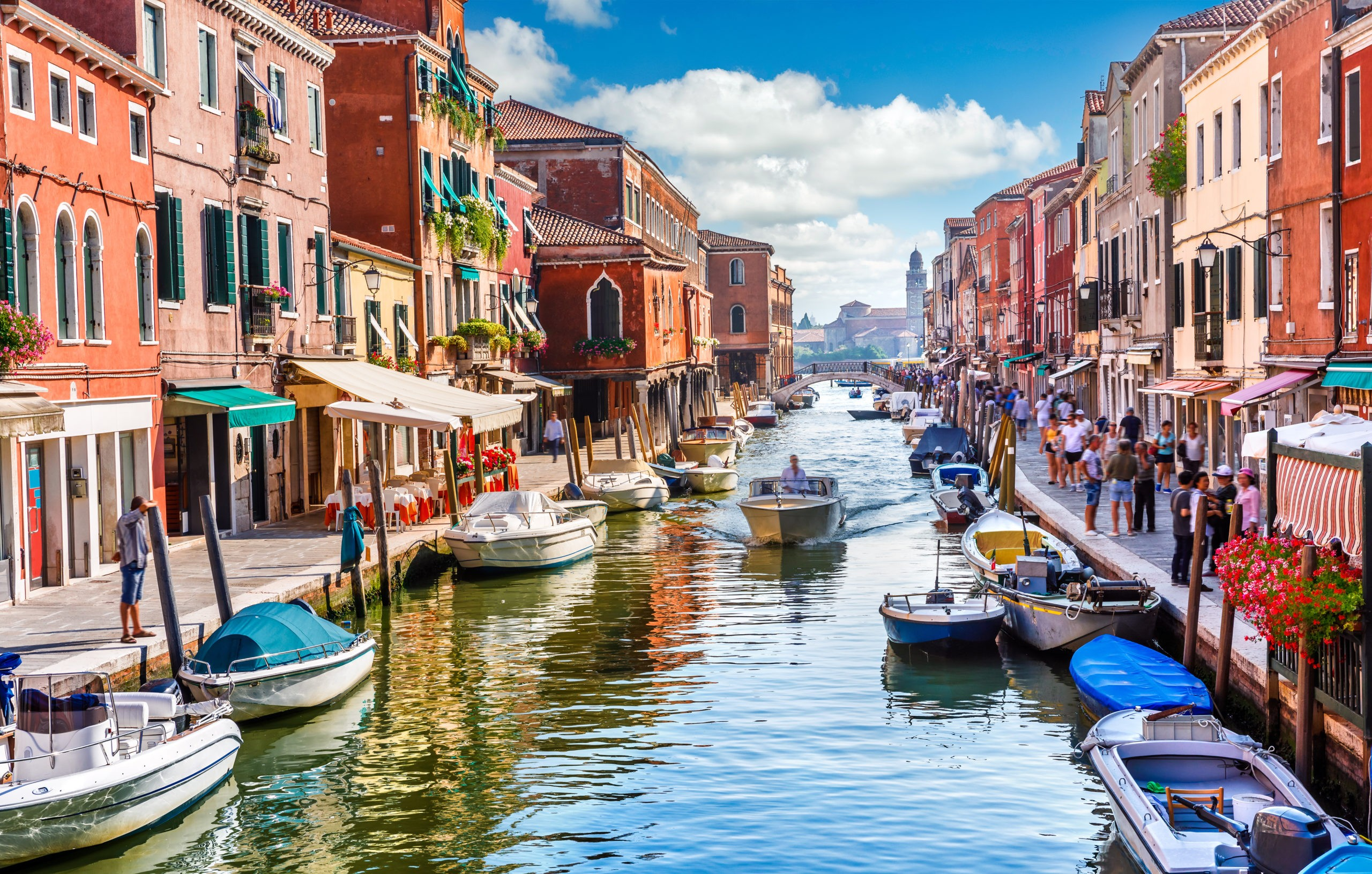 Magiczne Miasto Mostów. Poradnik dla podróżujących do Wenecji