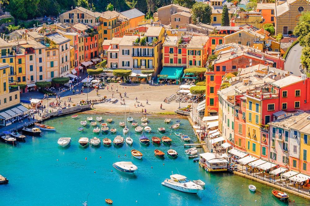Portofino, włoska wioska rybacka, prowincja Genua, Włochy. Ośrodek wypoczynkowy z malowniczym portem, z gwiazdami i artystycznymi gośćmi.