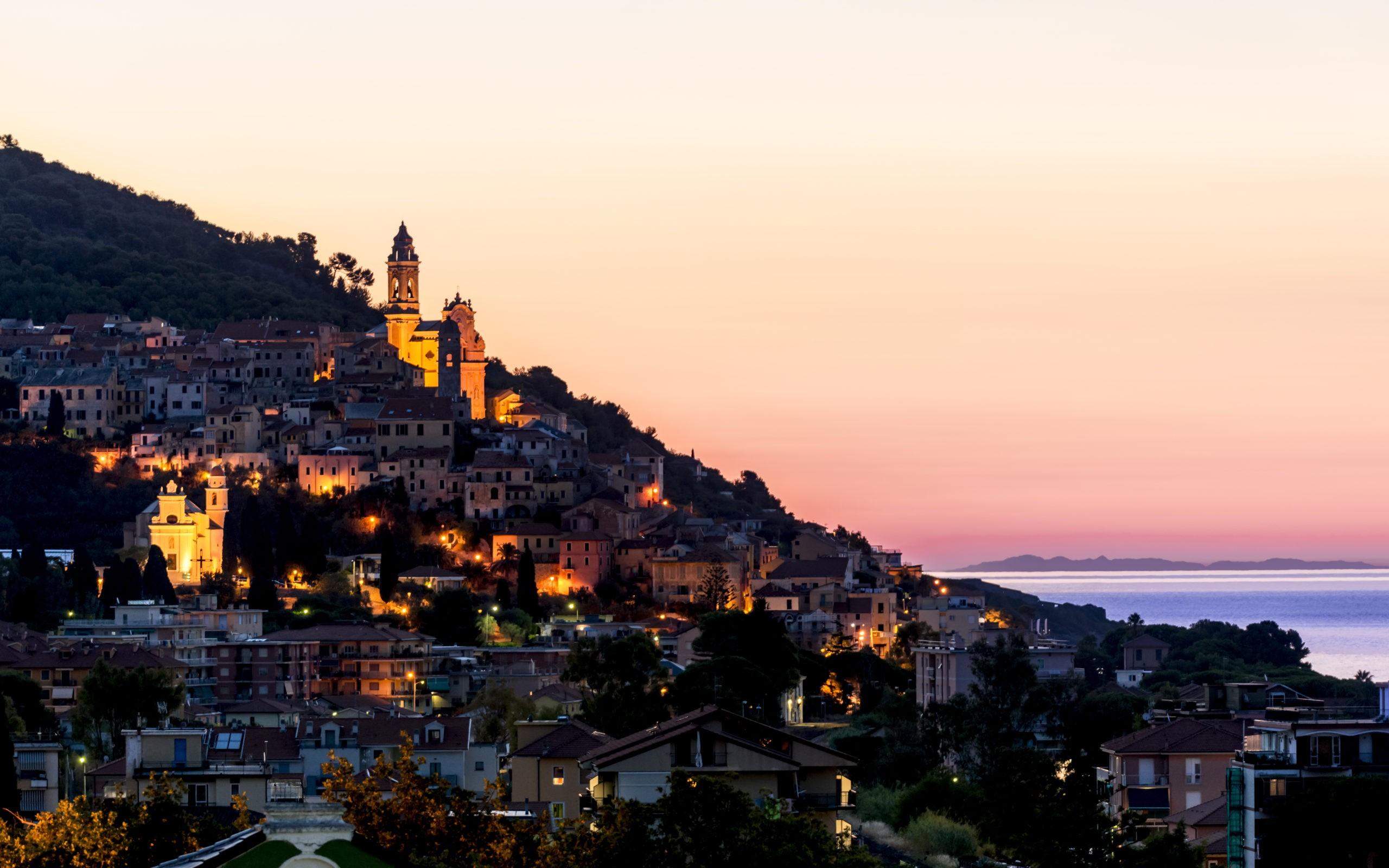 Zachód słońca w San Bartolomeo al Mare, fot. shutterstock.com