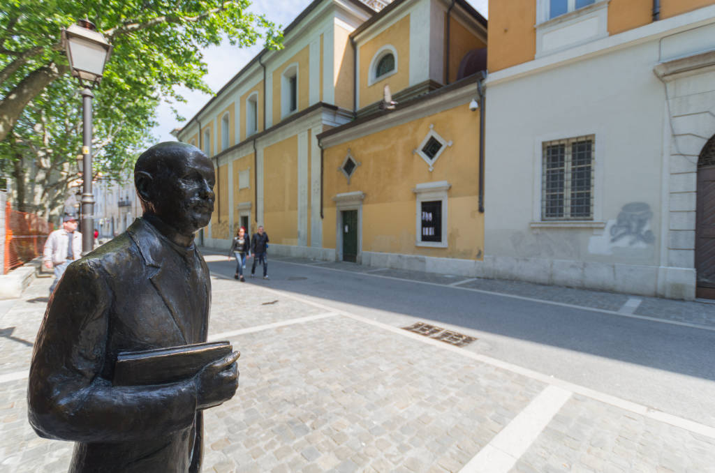 The statue of the writer Italo Svevo (Ettore Schmidt) in piazza Hortis in Trieste (1st May 2017)