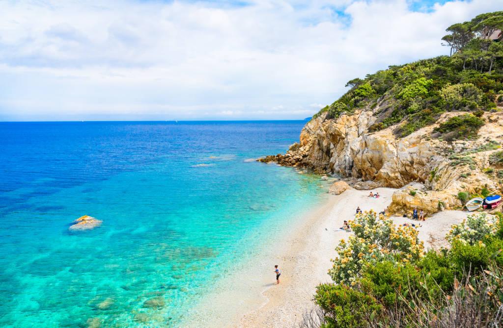 Wyspa Elba, panoramiczny widok na piękną plażę, zwany La Sorgente, Toskania, Włochy.