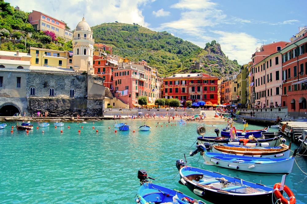 Kolorowy port w Vernazza, Cinque Terre, Włochy