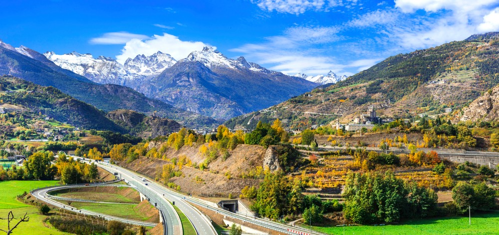 Impressive,Alps,Mountains,,Scenic,Valley,Of,Castles,And,Vineyards,Beautiful