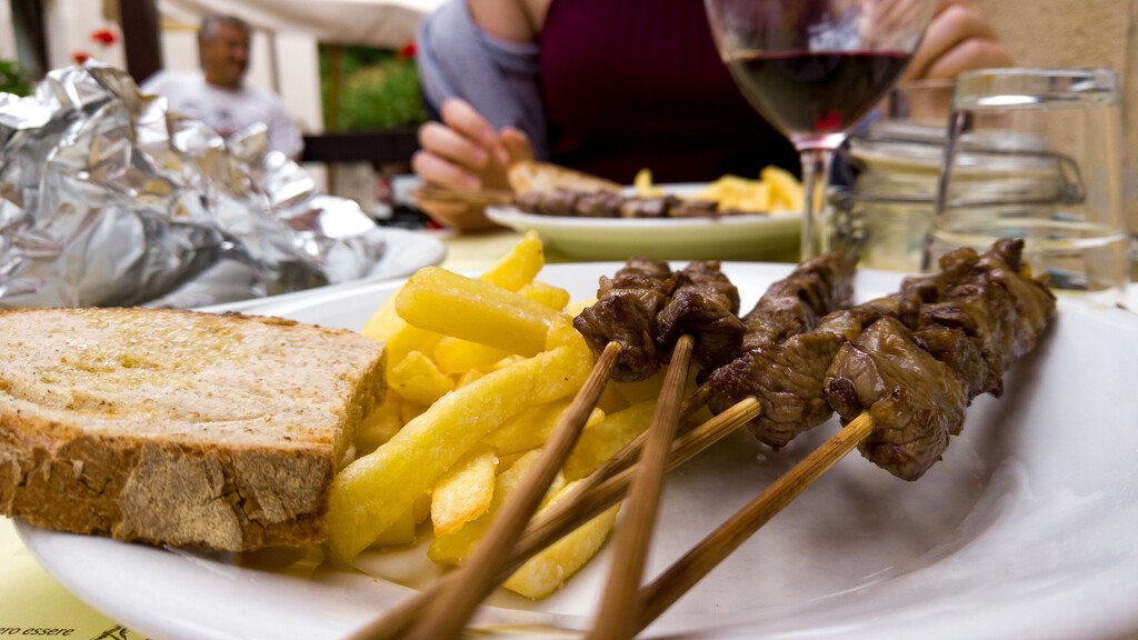 Typical,Abruzzo,Food,With,Arrosticini,And,Fried,Potatoes