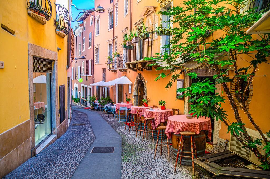 Desenzano,Del,Garda,,Italy,,September,11,,2019:,Restaurant,Tables,On