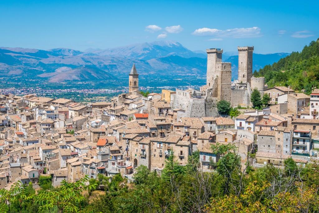 Pacentro,,Medieval,Village,In,L'aquila,Province,,Abruzzo,,Central,Italy.