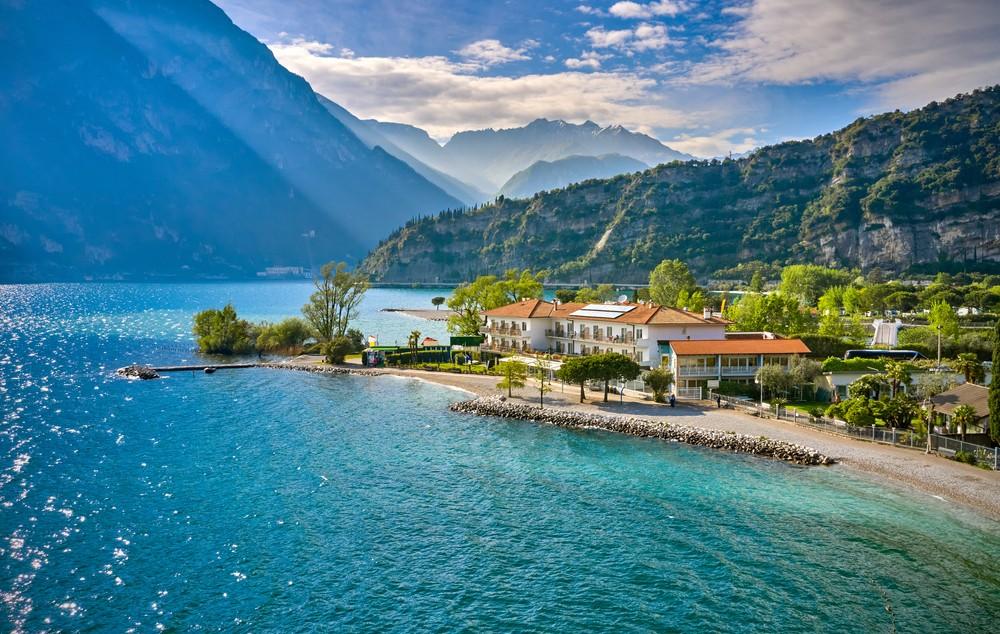 Gdzie nocować nad jeziorem Garda?, fot. shutterstock.com