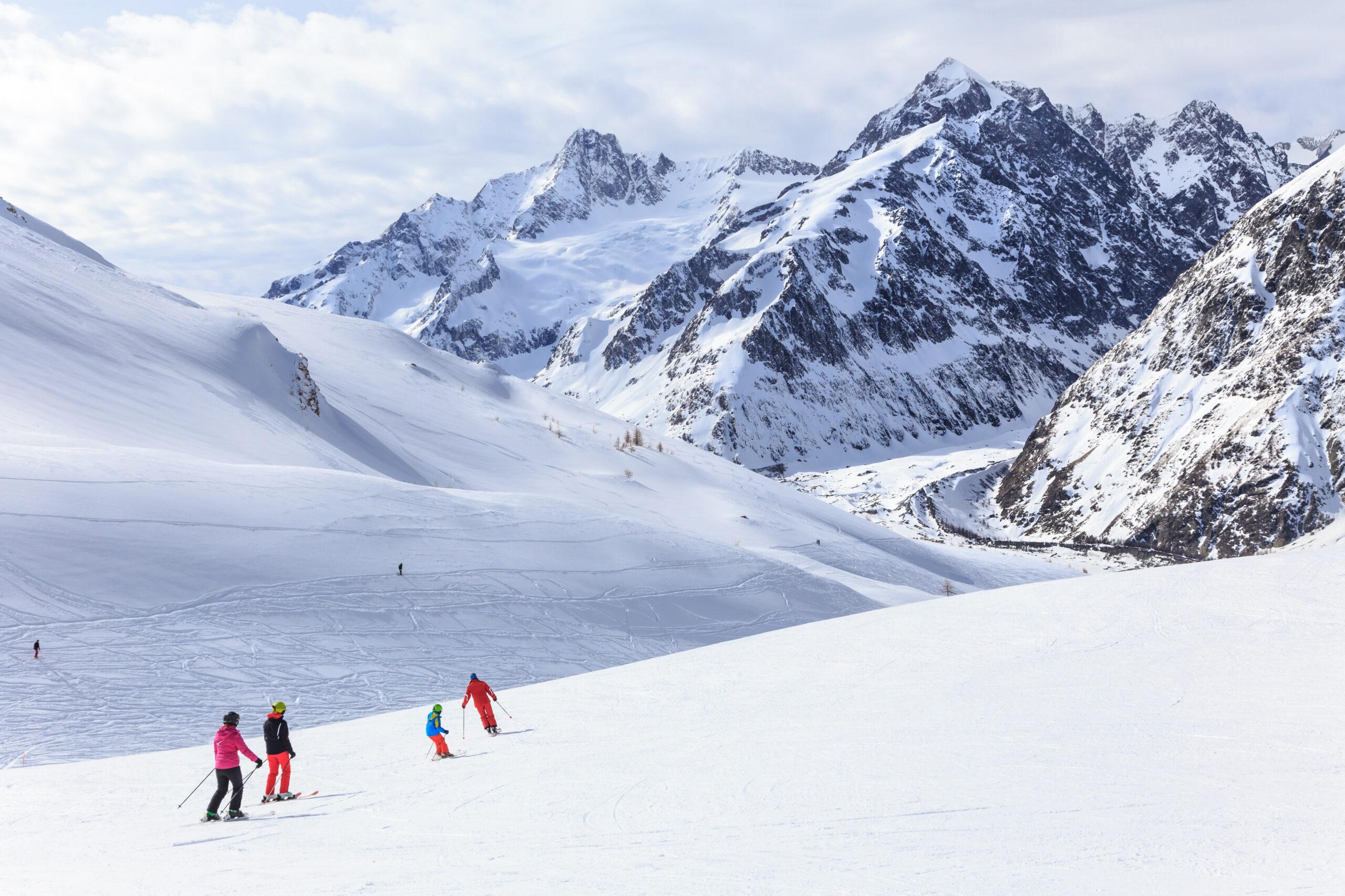 Dolina Aosty zimą - Alpy w Courmayeur, Włochy