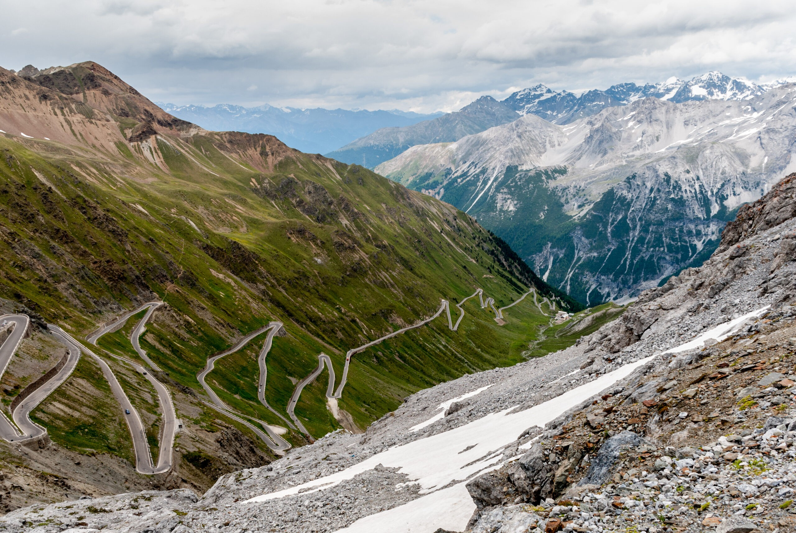 Widok z przełęczy Stelvio, Passo dello Stelvio, Trydent, Włochy